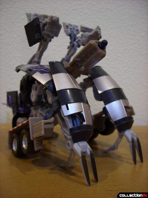 RotF Voyager-class Decepticon Mixmaster- attack mode (front)