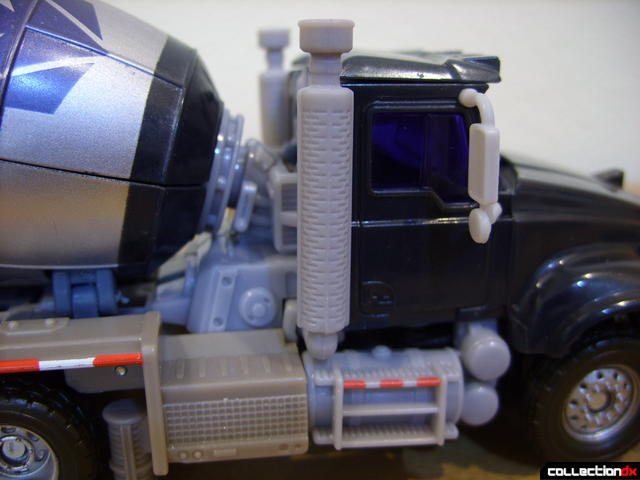 RotF Voyager-class Decepticon Mixmaster- vehicle mode (cab and motor detail)