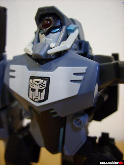 Animated Voyager-class Decepticon Shockwave- Longarm form (torso detail, front)