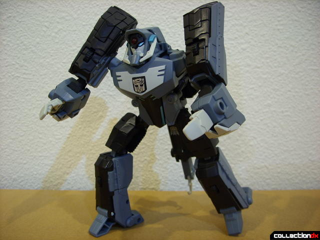 Animated Voyager-class Decepticon Shockwave- Longarm form posed (2)