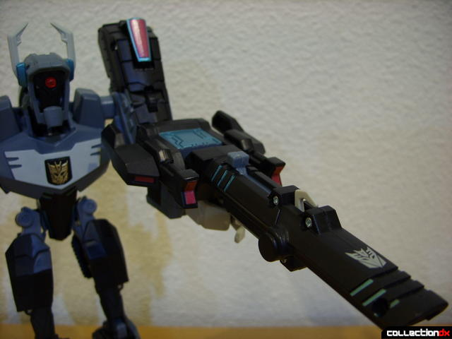 Animated Voyager-class Decepticon Shockwave- Shockwave form (holding cannon)