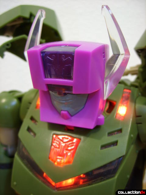 Animated Leader-class Autobot Bulkhead- Headmaster unit (chest lights on)