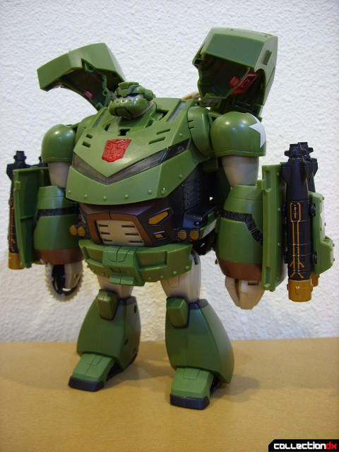 Animated Leader-class Autobot Bulkhead- robot mode (front)