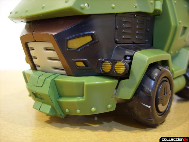 Animated Leader-class Autobot Bulkhead- vehicle mode (grille and bumper detail)