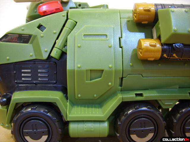 Animated Leader-class Autobot Bulkhead- vehicle mode (mid-vehicle detail)