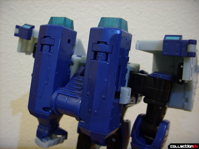 Animated Leader-class Autobot Ultra Magnus- robot mode (back detail)