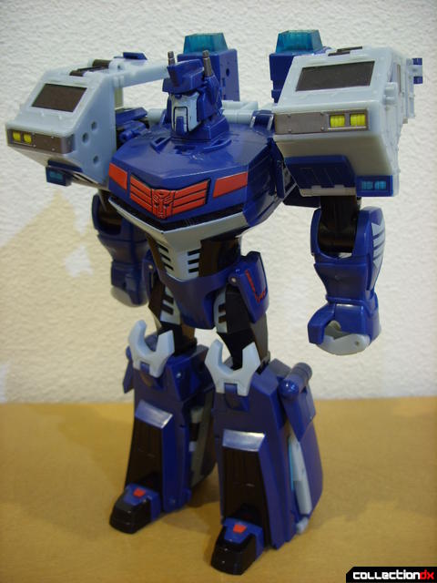 Animated Leader-class Autobot Ultra Magnus- robot mode (front)