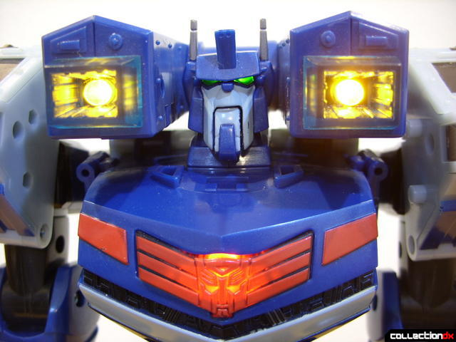 Animated Leader-class Autobot Ultra Magnus- robot mode (lights on)