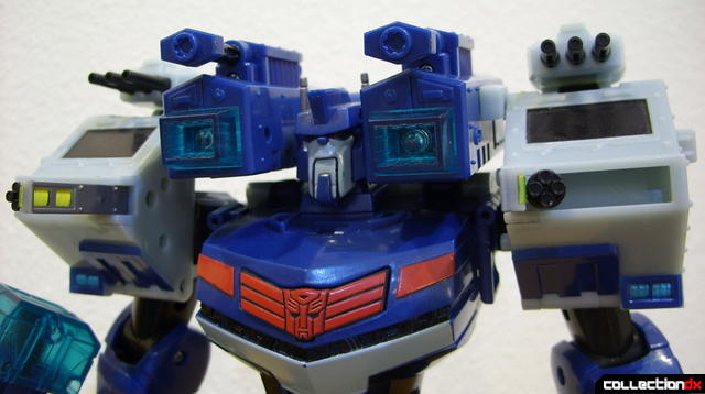 Animated Leader-class Autobot Ultra Magnus- robot mode posed (3)