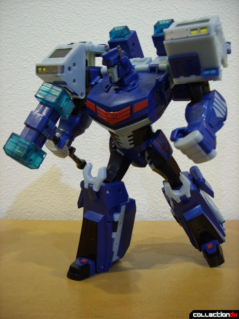 Animated Leader-class Autobot Ultra Magnus- robot mode posed (4)