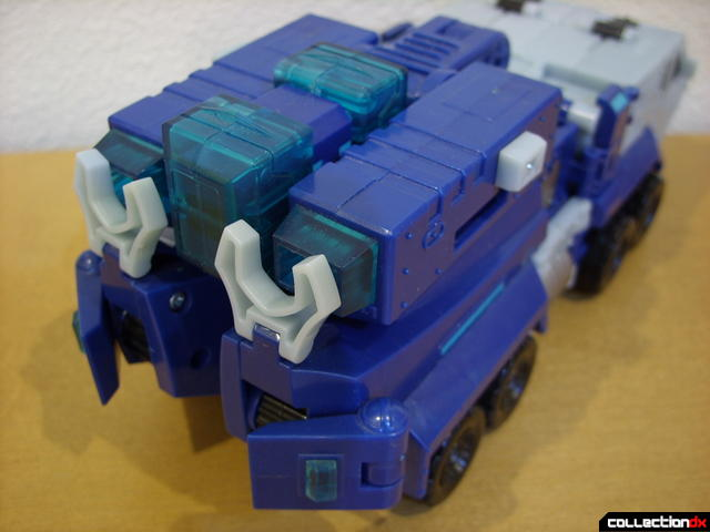 Animated Leader-class Autobot Ultra Magnus- vehicle mode (back detail)