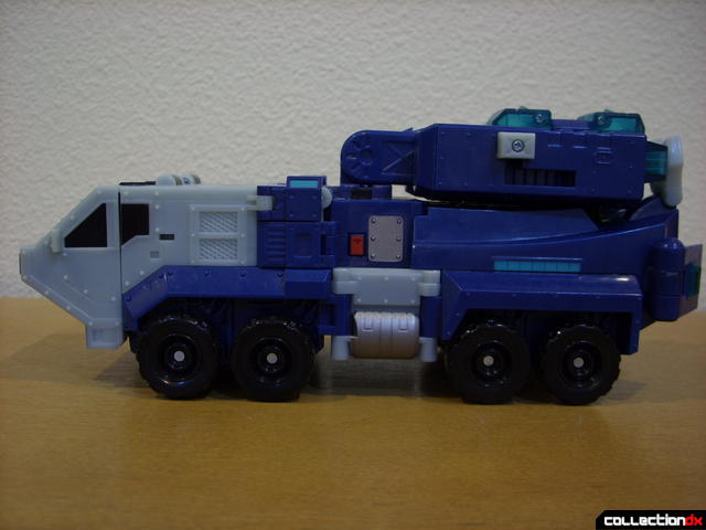 Animated Leader-class Autobot Ultra Magnus- vehicle mode (left profile)