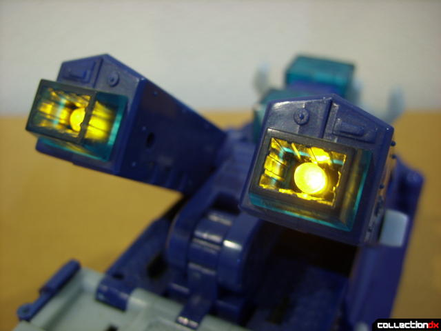 Animated Leader-class Autobot Ultra Magnus- vehicle mode (lights active)
