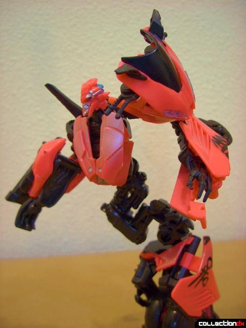 RotF Deluxe-class Autobot Arcee- robot mode posed (3)