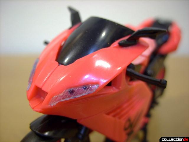 RotF Deluxe-class Autobot Arcee- vehicle mode (nose detail)