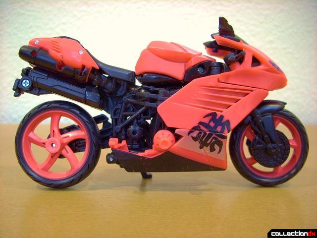 RotF Deluxe-class Autobot Arcee- vehicle mode (right profile)