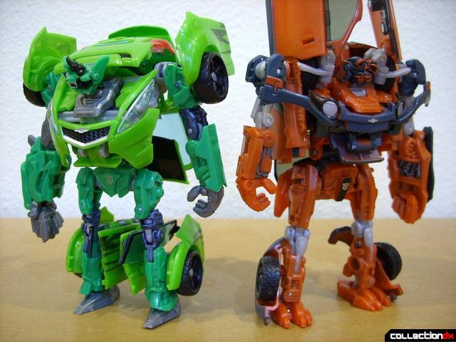 RotF Deluxe-class Autobot brothers Skids (L) and Mudflap (R) Mudflap in robot mode (1)