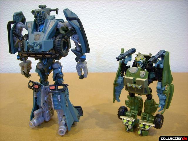 Scout-class Dune Runner (R) and Deluxe-class Landmine (L) in robot mode (front)