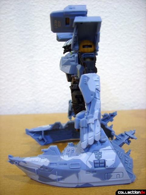 RotF Scout-class Autobot Depthcharge- attack mode (left profile)