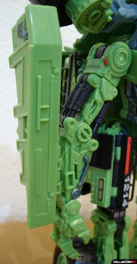 RotF Voyager-class Decepticon Long Haul- robot mode (right arm detail)