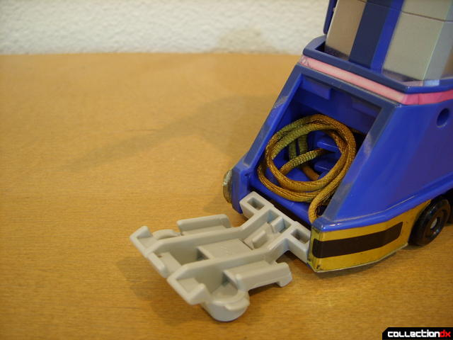 Deluxe Zeo Megazord - Zeo Zord 1 deploying towing cords (2)