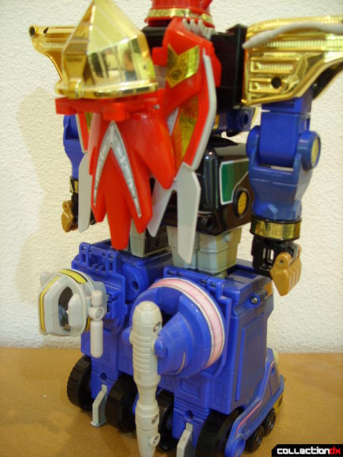 Deluxe Zeo Megazord- attaching Zeo Battle Helmets (3)