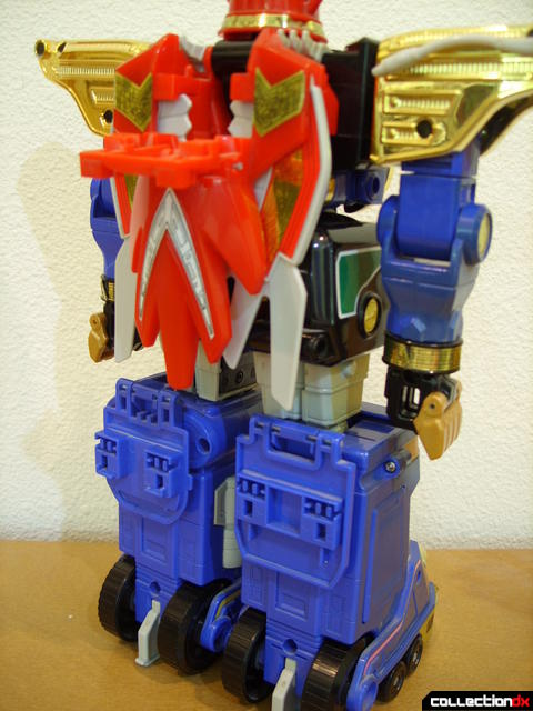 Deluxe Zeo Megazord- attaching Zeo Battle Helmets (2)