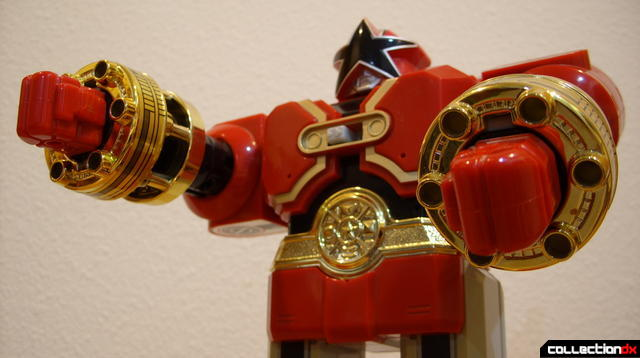 Deluxe Red Battlezord (dramatic angle)