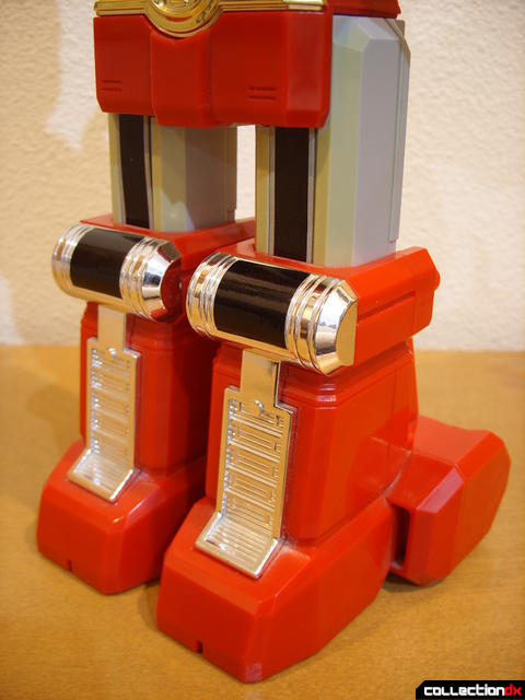 Deluxe Red Battlezord (legs, front)