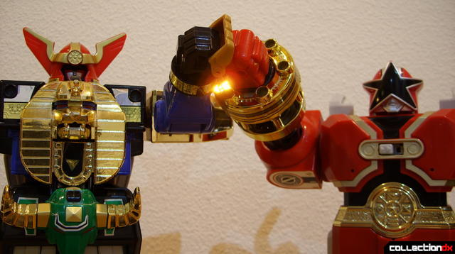 Deluxe Zeo Megazord (L) and Red Battlezord (R) prepare to combine...