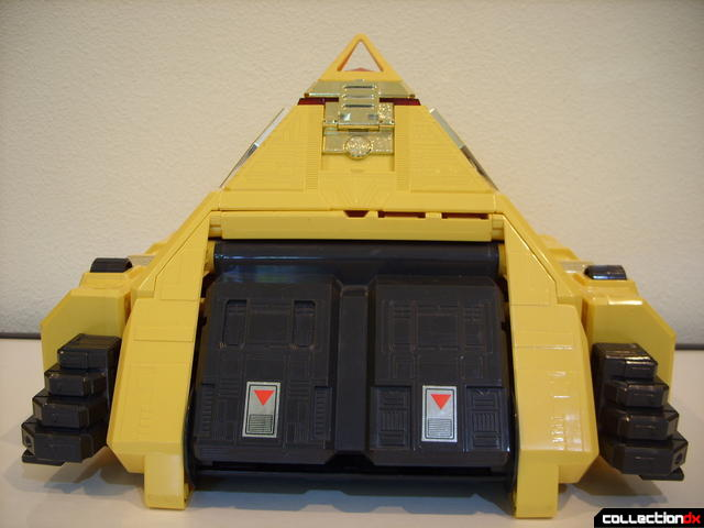 Deluxe Pyramidas The Carrier Zord- Pyramid Mode (forward profile)