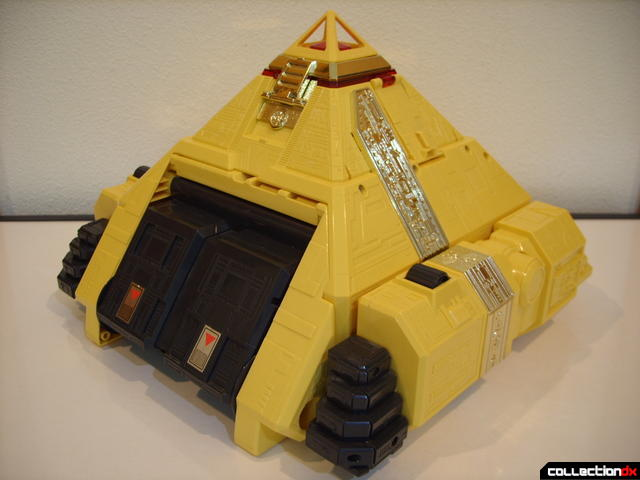 Deluxe Pyramidas The Carrier Zord- Pyramid Mode (front)