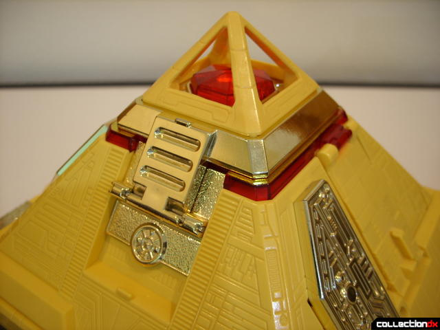 Deluxe Pyramidas The Carrier Zord- Pyramid Mode (peak detail)