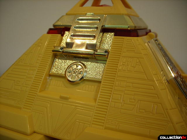 Deluxe Pyramidas The Carrier Zord- Pyramid Mode, surface detailing (1)