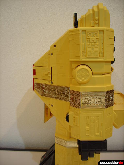 Deluxe Pyramidas The Carrier Zord- Robot Mode arm poseability (1)
