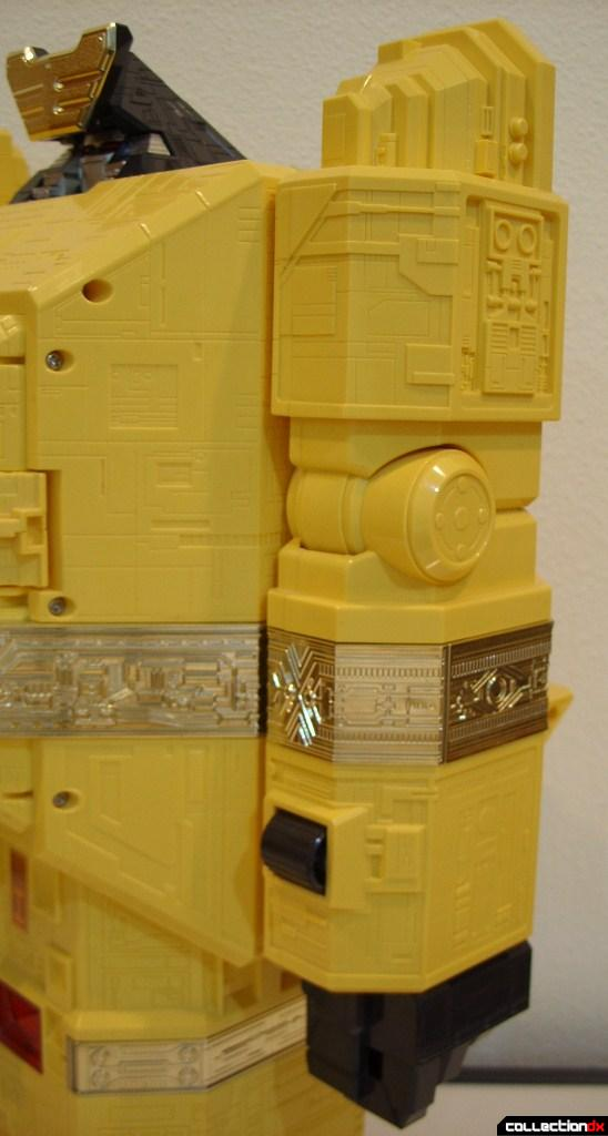 Deluxe Pyramidas The Carrier Zord- Robot Mode (left arm)