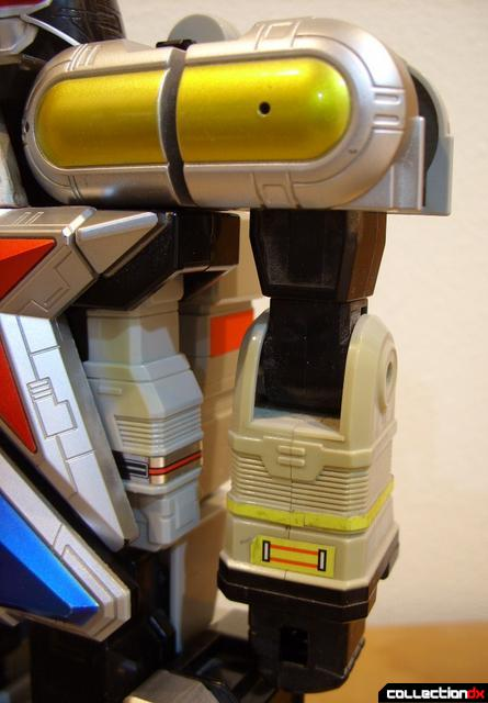 Deluxe Super Zeo Megazord (left arm)