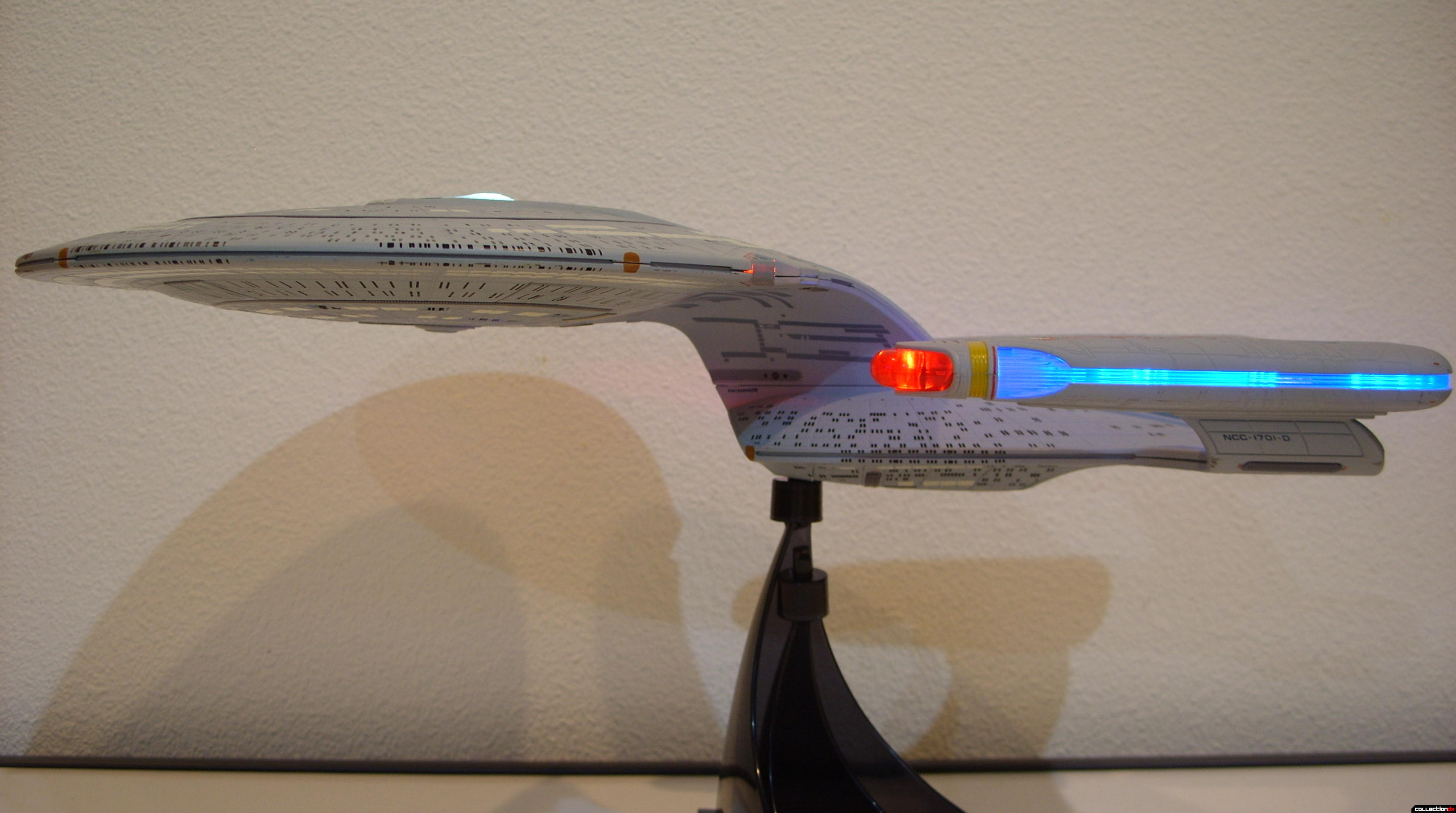 Starship Legends U.S.S. Enterprise-D (port profile, lit)