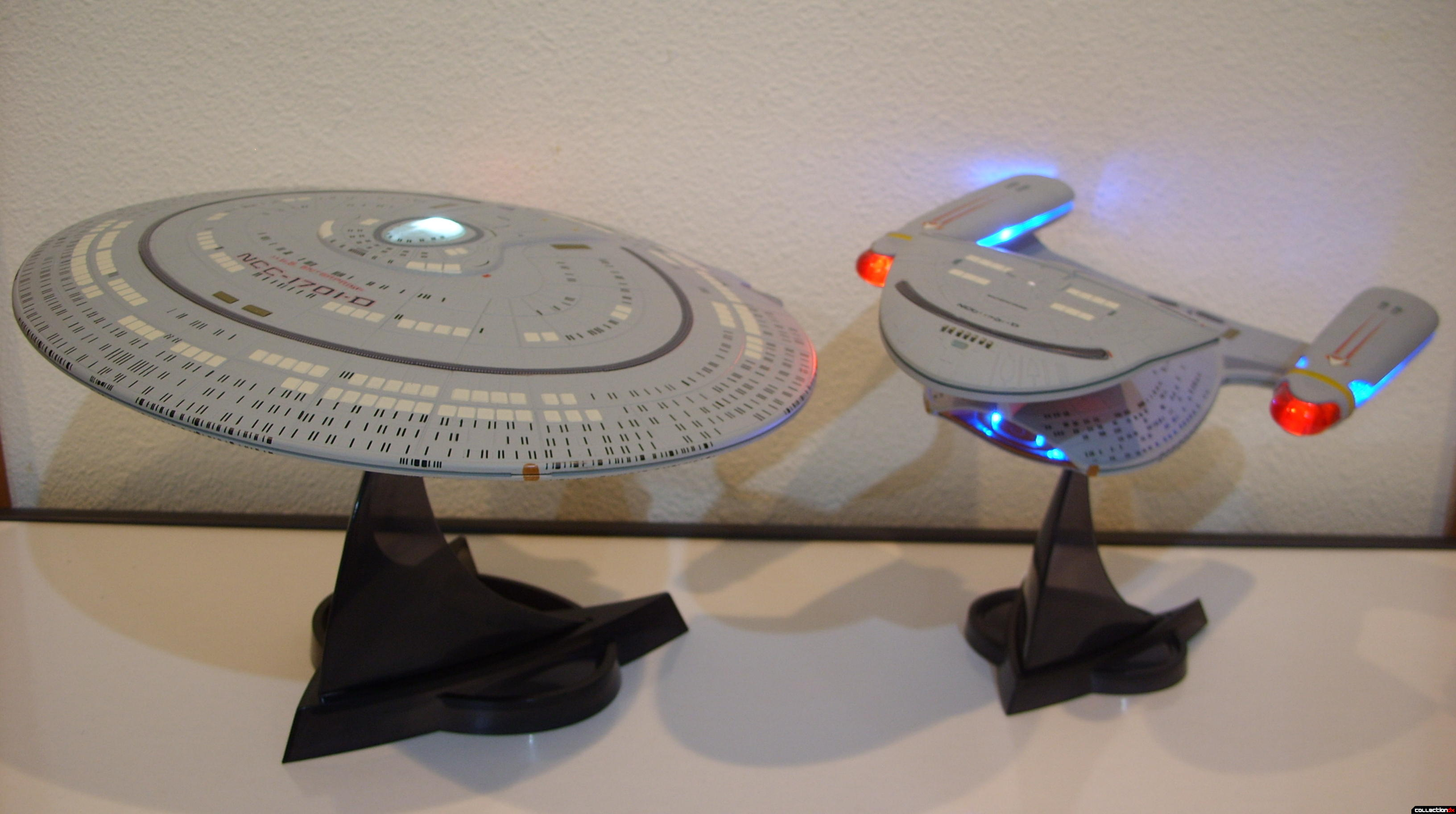 Starship Legends U.S.S. Enterprise-D (Saucer and Battle Sections, lit)