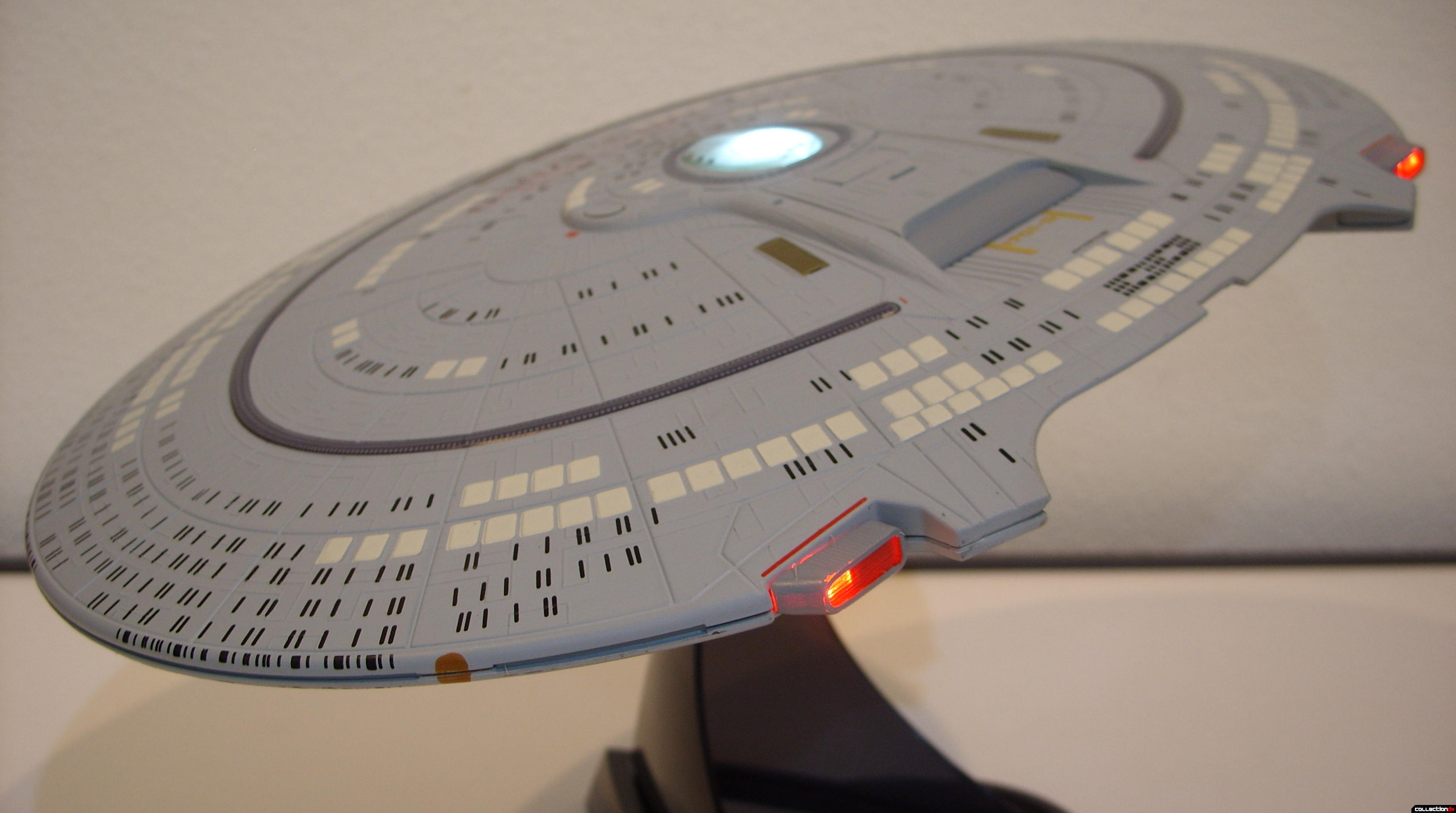 Starship Legends U.S.S. Enterprise-D (Saucer Section dramatic angle, lit)