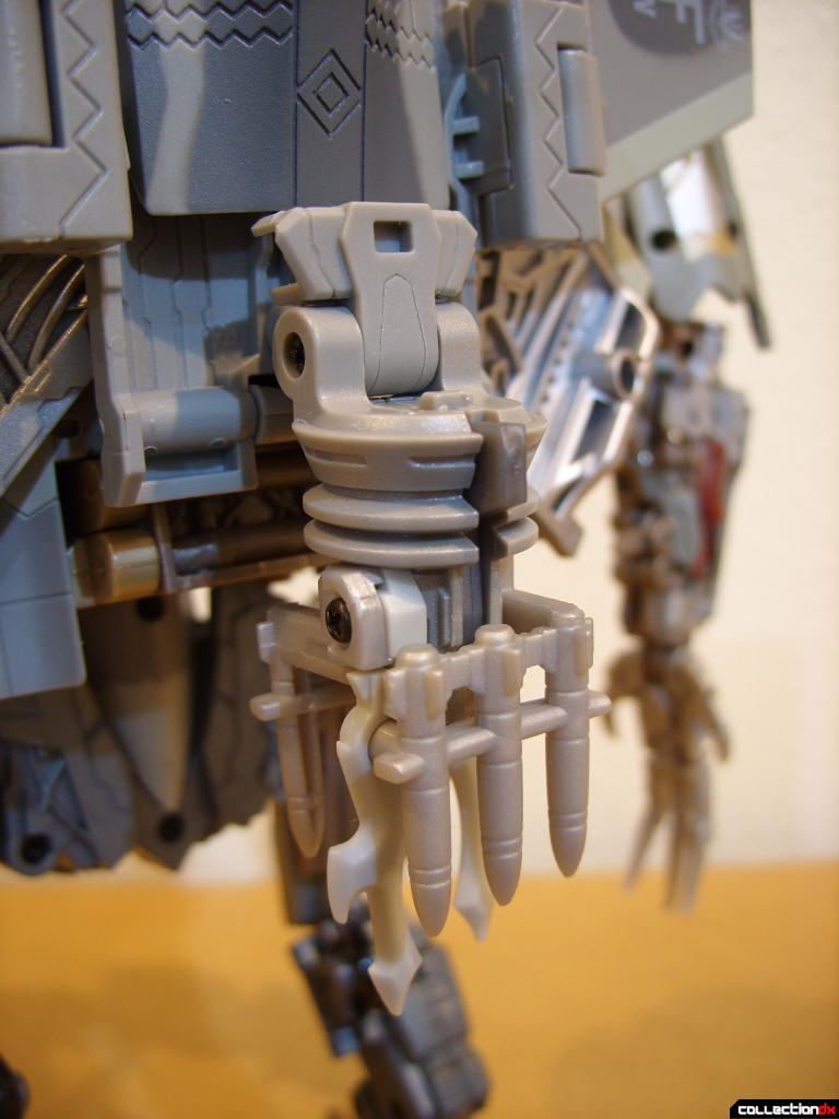 Masterpeice Movie Series Starscream- Robot Mode (missile aluncher attached to back)