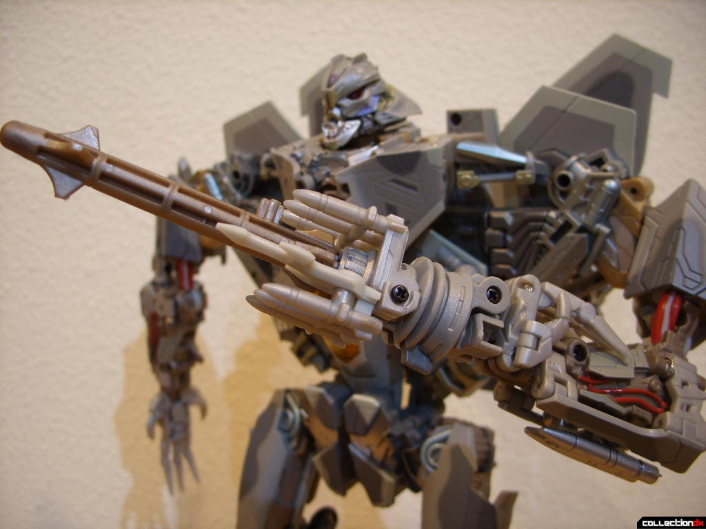 Masterpeice Movie Series Starscream- Robot Mode (with missile launcher attached to left arm)