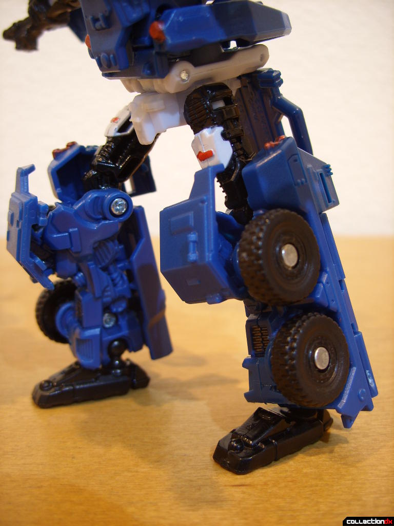 Scout-class Autobot Breacher- Robot Mode (legs posed)