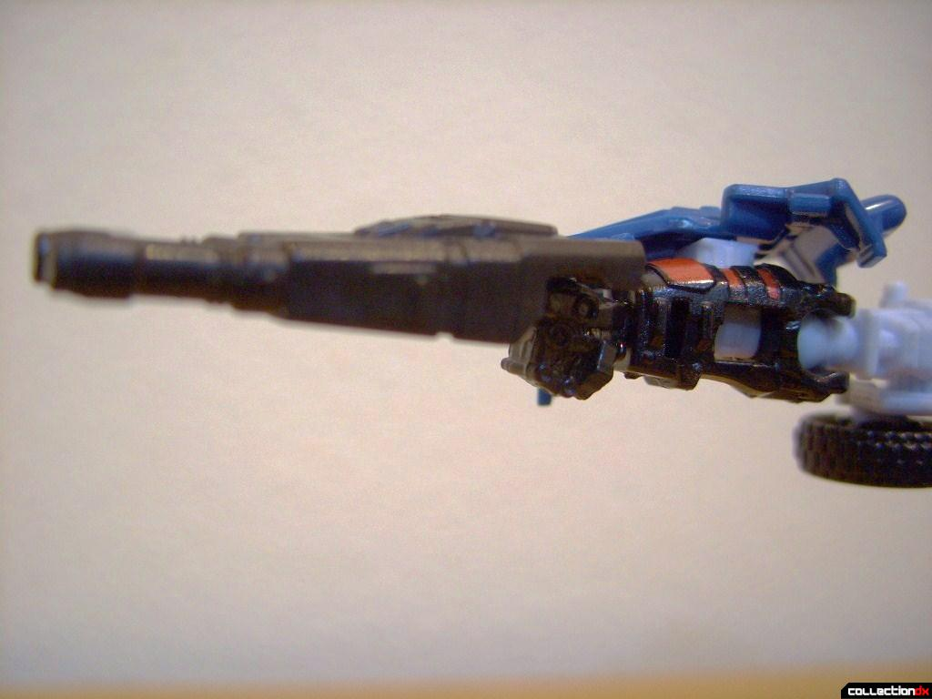 Scout-class Autobot Breacher- Robot Mode (rifle attached to bar on right knuckles)