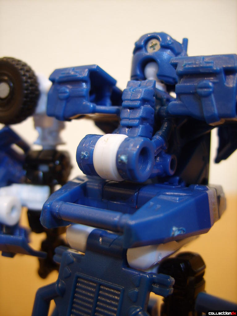 Scout-class Autobot Breacher- Robot Mode (without rifle on back)