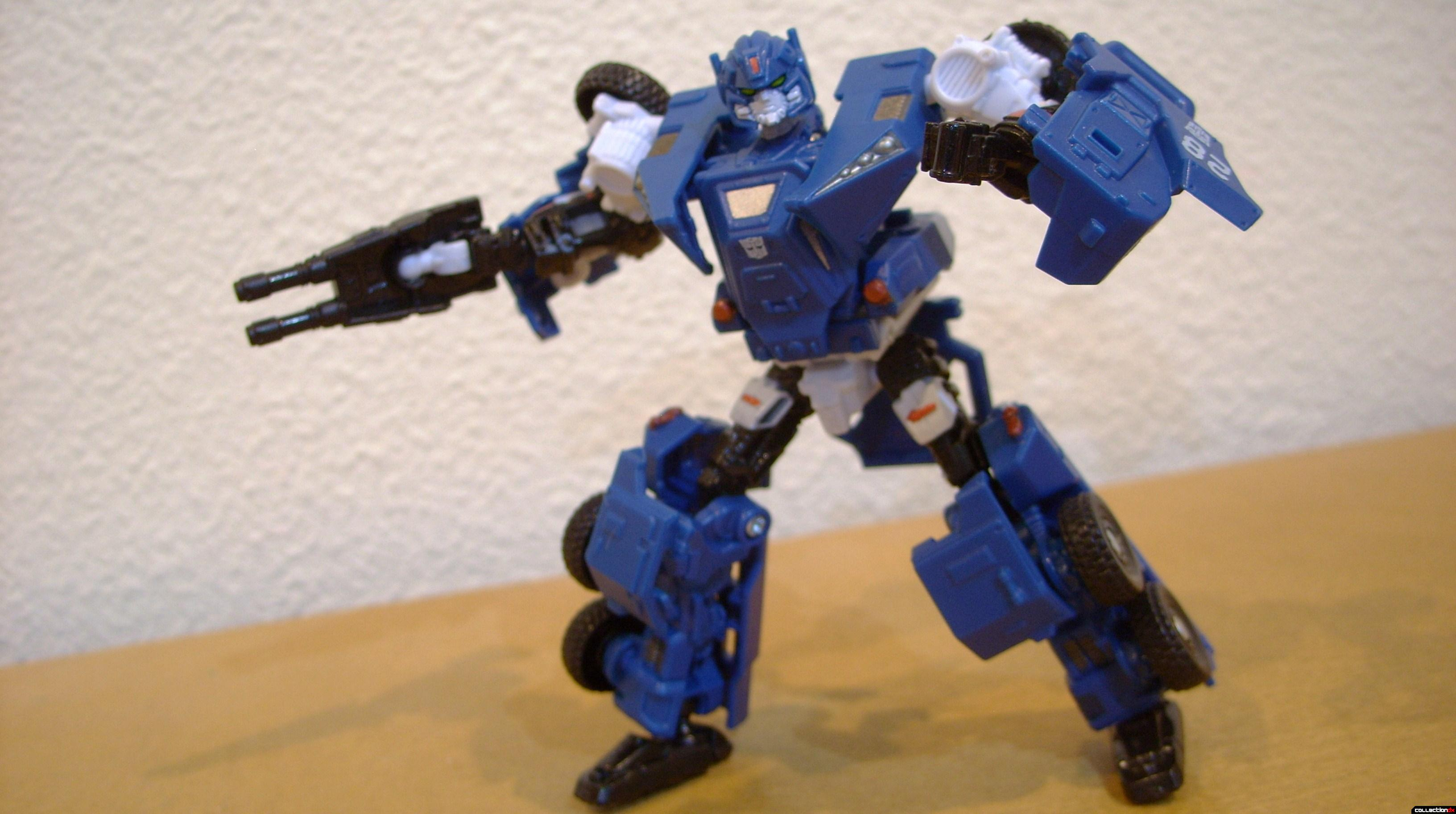 Scout-class Autobot Breacher- Robot Mode posed