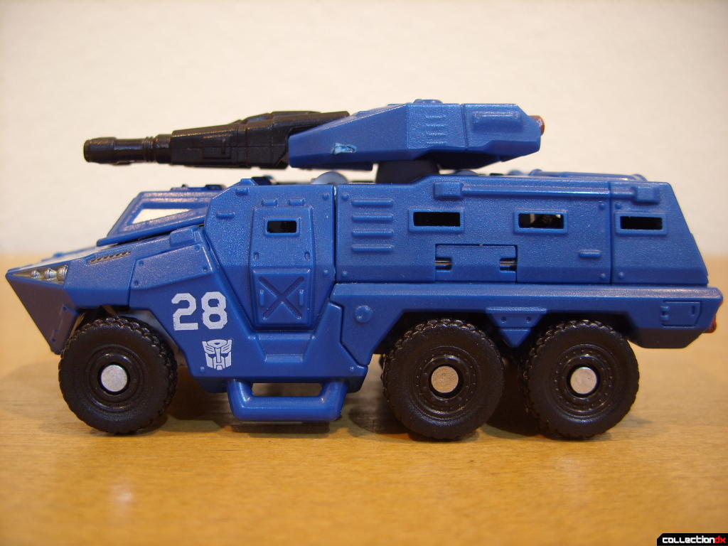 Scout-class Autobot Breacher- Vehicle Mode (left profile)