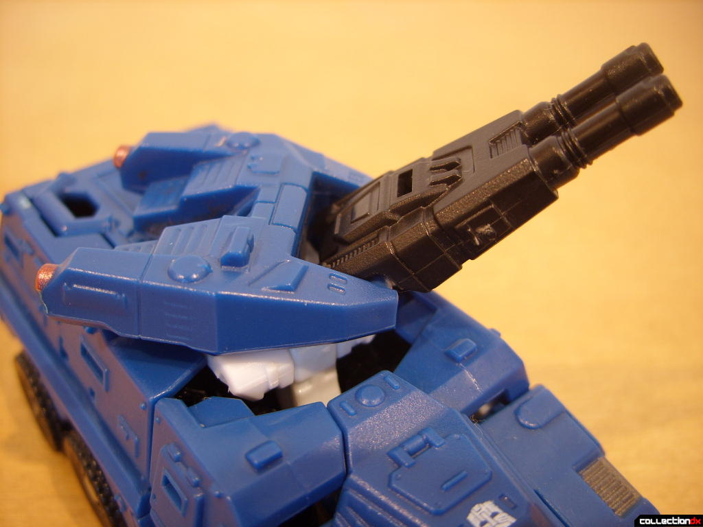 Scout-class Autobot Breacher- Vehicle Mode (turret posed)