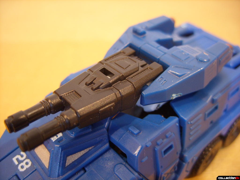 Scout-class Autobot Breacher- Vehicle Mode (turret)