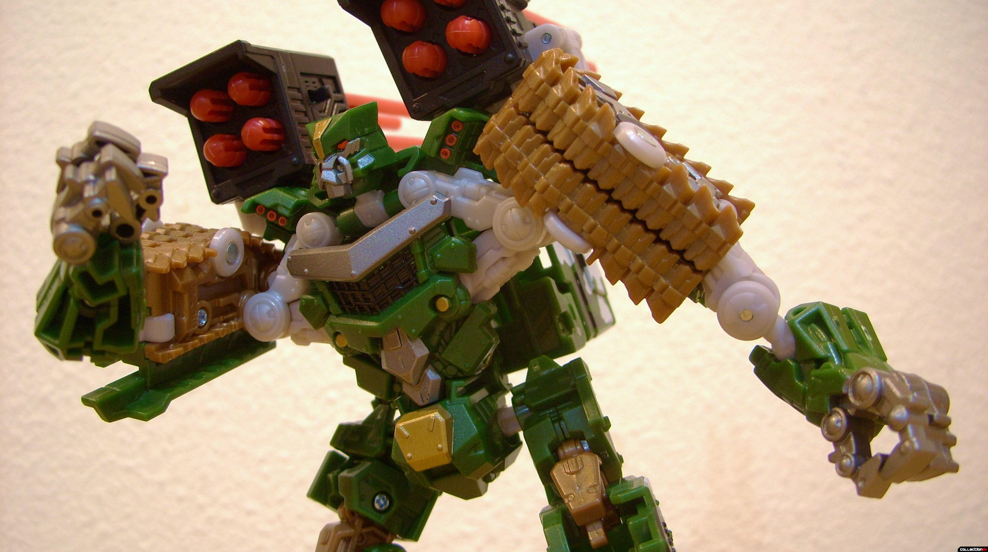 Deluxe-class Decepticon Hailstorm- Robot Mode posed (1)